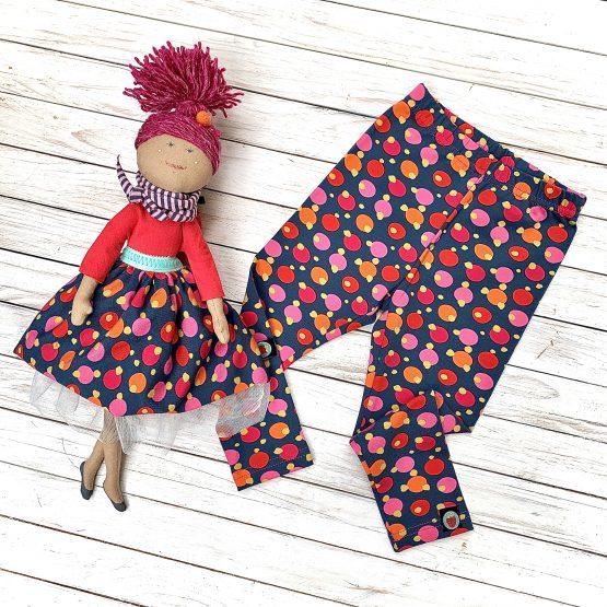 Öltözz össze a babáddal Szamóca ruhába ! – Sári